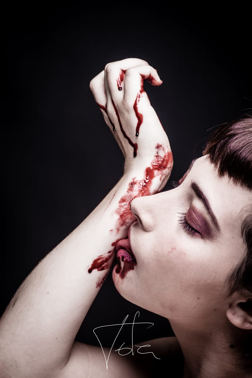 Proyecto personal. Chica y sangre. -1