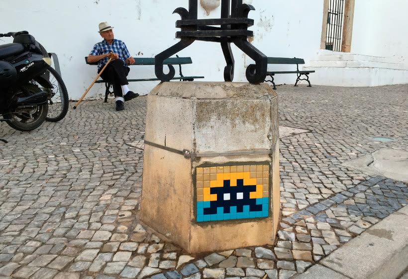 Invader es el primer artista urbano en conquistar el espacio 10