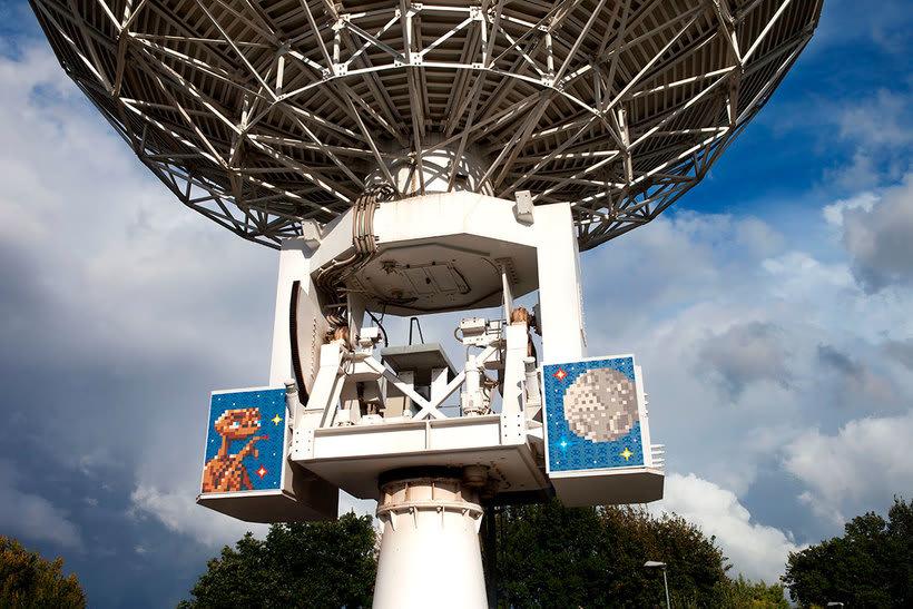 Invader es el primer artista urbano en conquistar el espacio 8