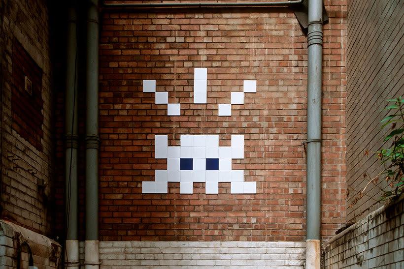 Invader es el primer artista urbano en conquistar el espacio 14