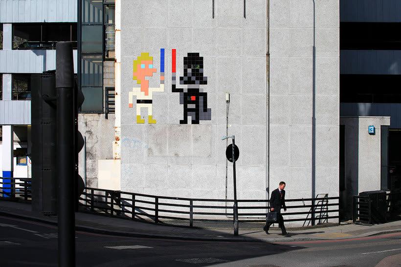 Invader es el primer artista urbano en conquistar el espacio 15