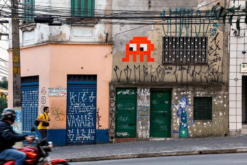 Invader es el primer artista urbano en conquistar el espacio 18
