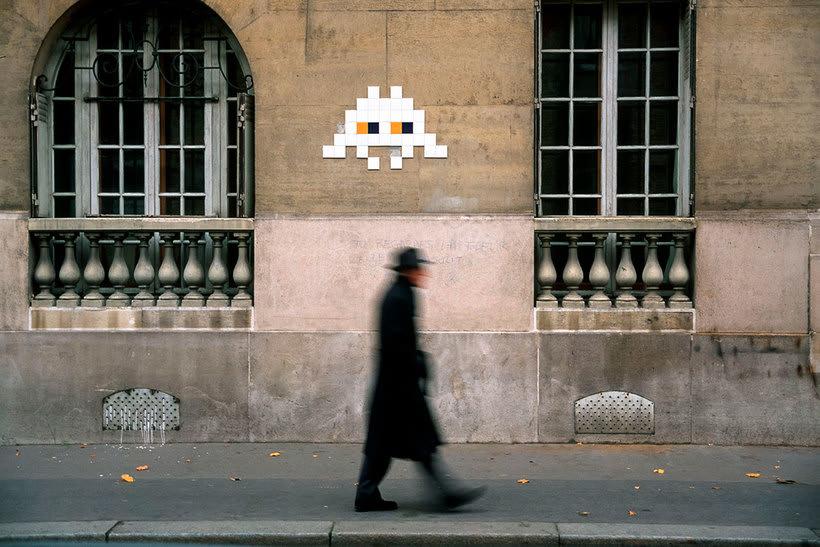 Invader es el primer artista urbano en conquistar el espacio 19
