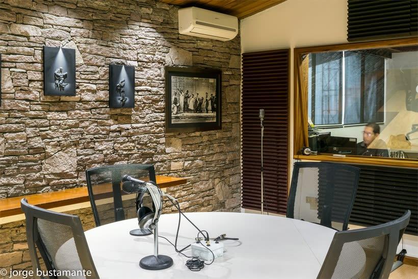 Centro de Producción Grupo Radio Stereo. San Salvador, El Salvador. 15