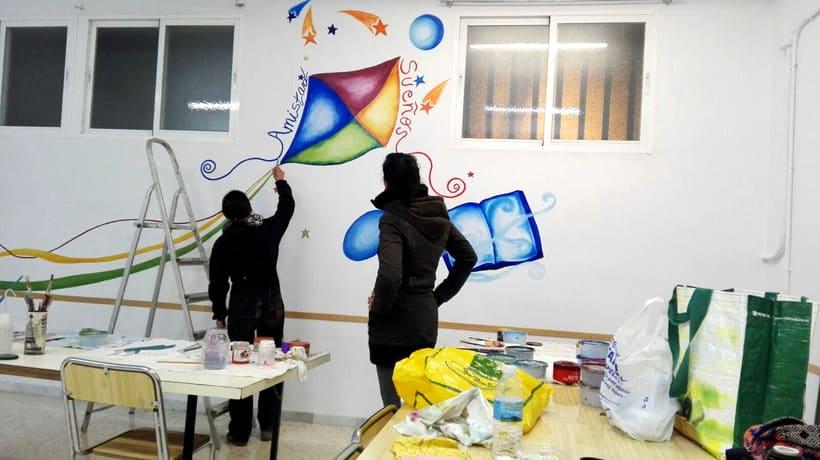 """TH, ya hemos terminado uno de nuestros proyectos de pintura mural con """"Proyecto cometa"""" en la Parroquia La Paz del distrito norte de Granada.(Painting process) 6"""