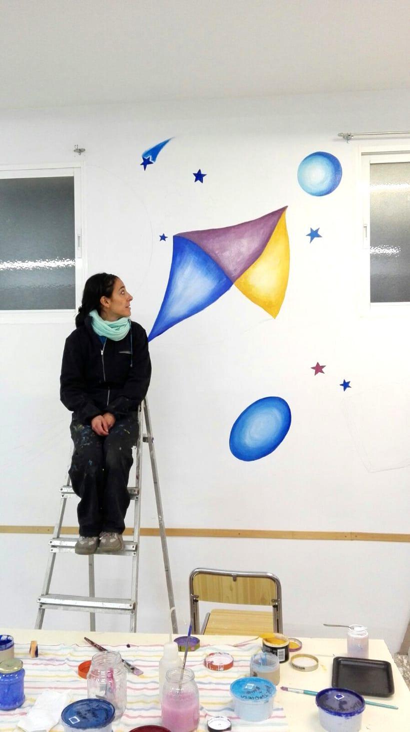 """TH, ya hemos terminado uno de nuestros proyectos de pintura mural con """"Proyecto cometa"""" en la Parroquia La Paz del distrito norte de Granada.(Painting process) 2"""