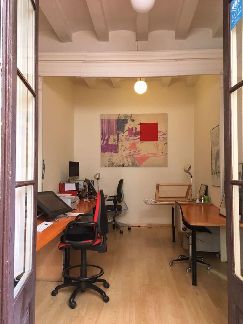 Puesto de trabajo en estudio compartido. Barrio de Sant Antoni. Barcelona. 165€ 2