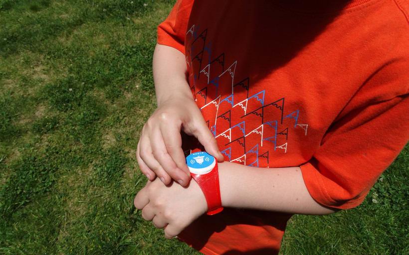 Findly - Localizador personal - Pulsera niños personalizable 10