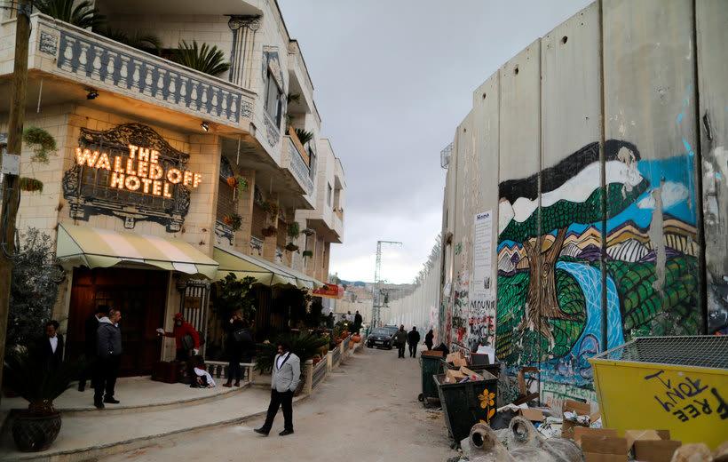 """El nuevo hotel de Banksy tiene """"las peores vistas del mundo"""" 3"""