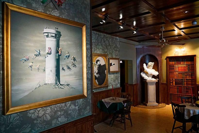 """El nuevo hotel de Banksy tiene """"las peores vistas del mundo"""" 7"""