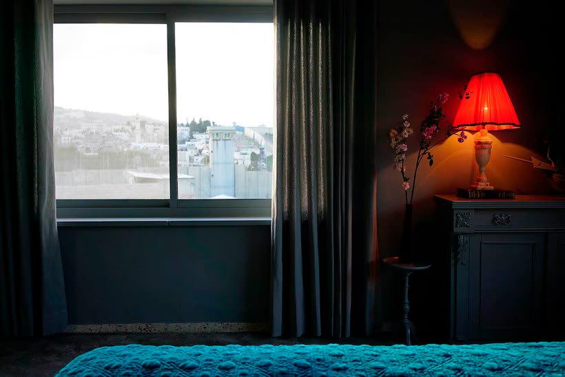 """El nuevo hotel de Banksy tiene """"las peores vistas del mundo"""" 8"""