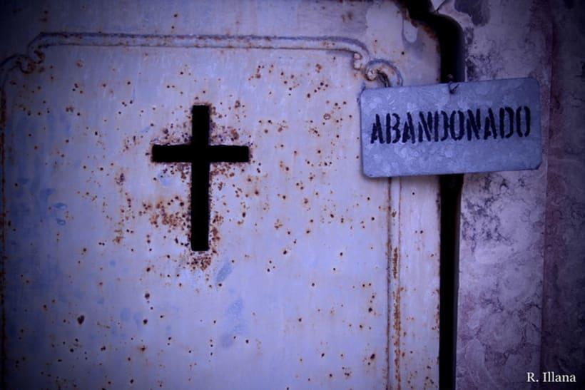 Abandonado; cementerio de Lisboa 3