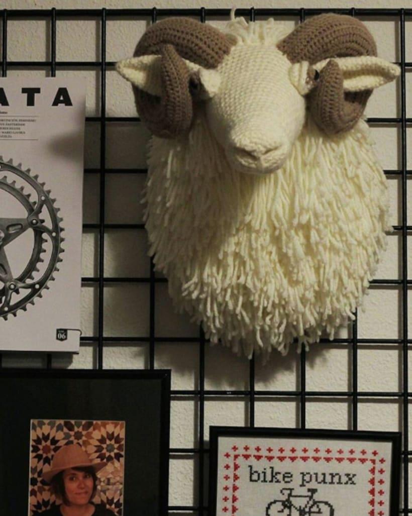 Cabeza de carnero a ganchillo -1