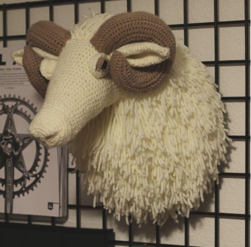 Cabeza de carnero a ganchillo 0