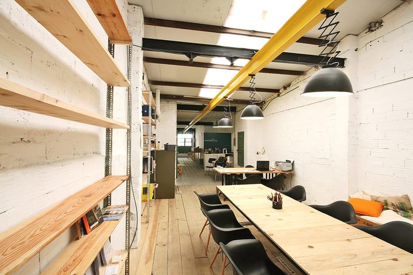 Ofrecemos puestos/mesas de trabajo en nuestro espacio compartido de makers en Poblenou, Barcelona 5