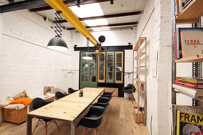 Ofrecemos puestos/mesas de trabajo en nuestro espacio compartido de makers en Poblenou, Barcelona 6