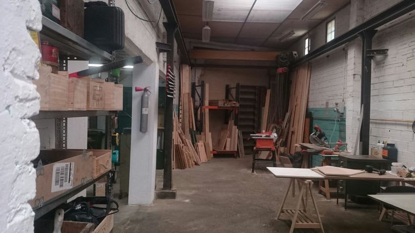 Ofrecemos puestos/mesas de trabajo en nuestro espacio compartido de makers en Poblenou, Barcelona 7