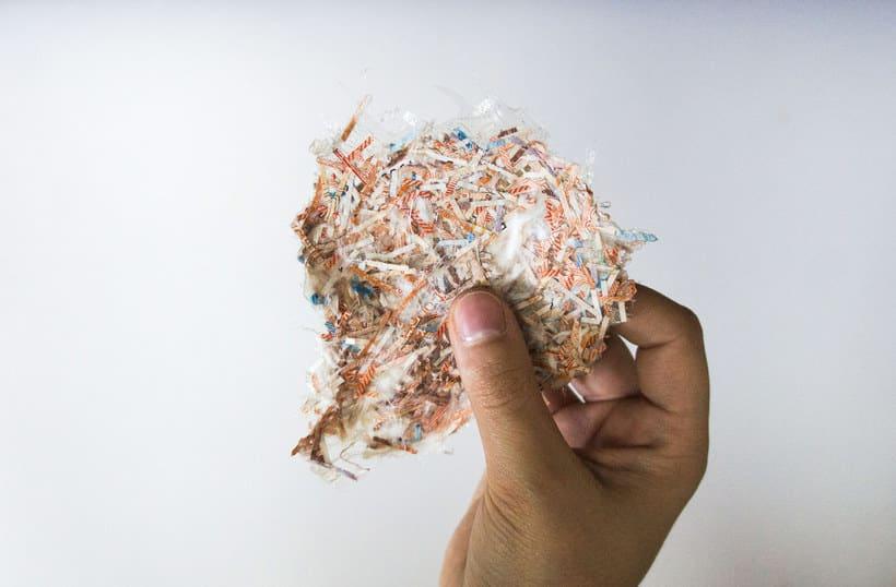Botones creados a partir de billetes triturados 7