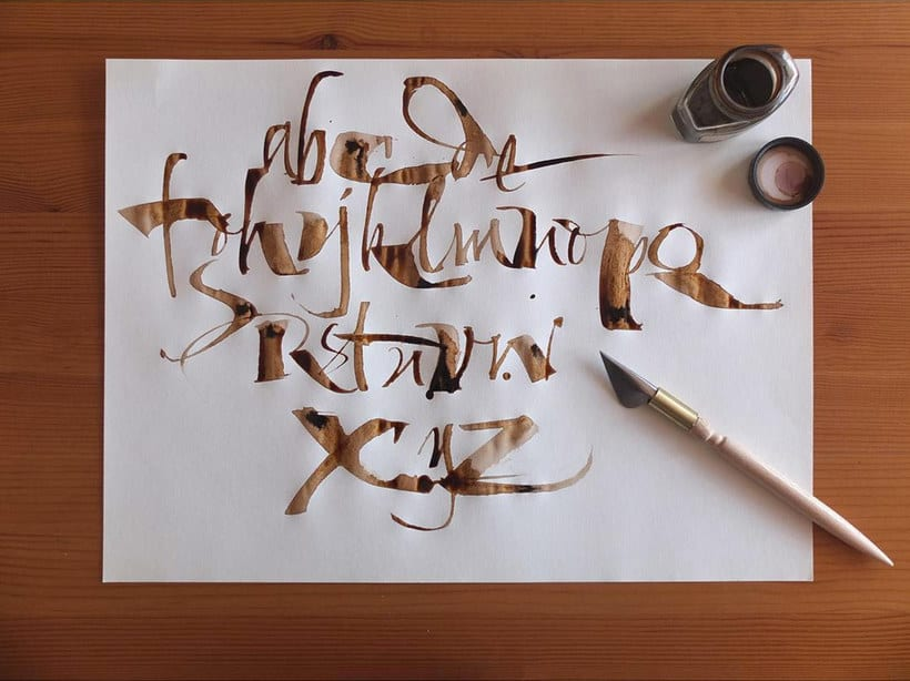 Los materiales favoritos de Iván Castro para hacer caligrafía 5