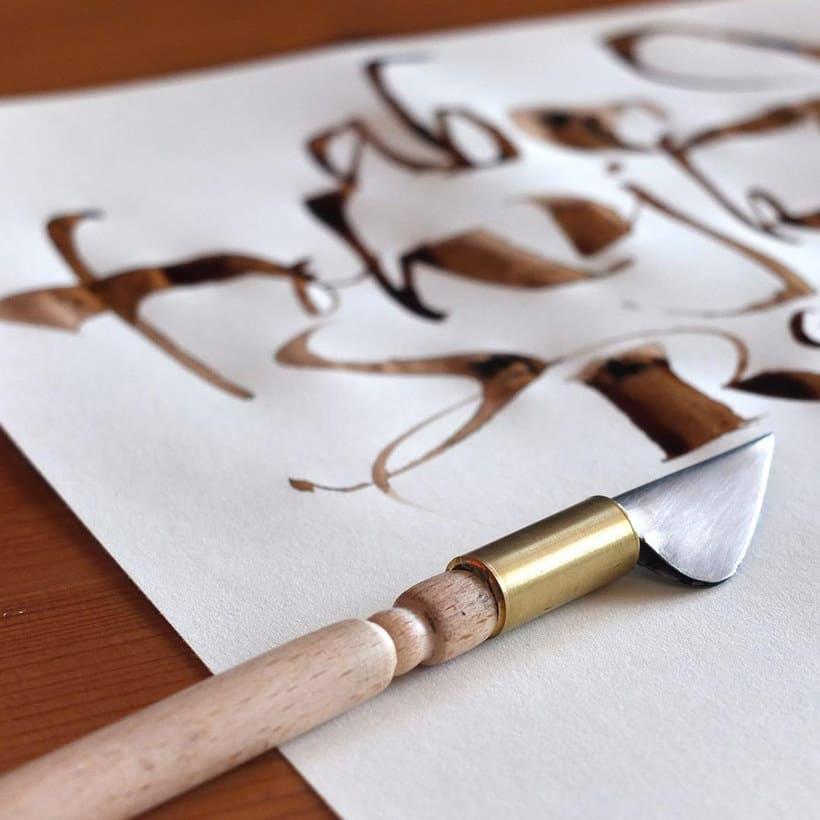 Los materiales favoritos de Iván Castro para hacer caligrafía 11