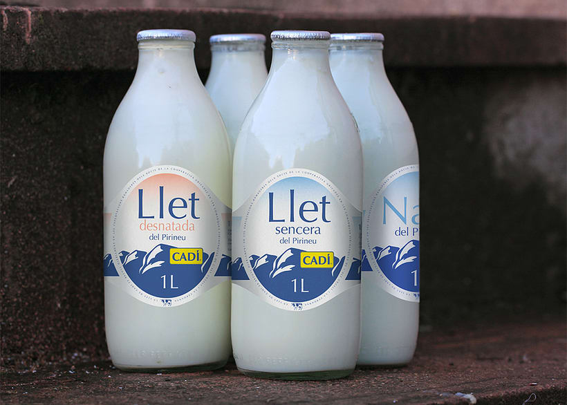 Cadí llet fresca. Graphic design for quality fresh milk labels 0