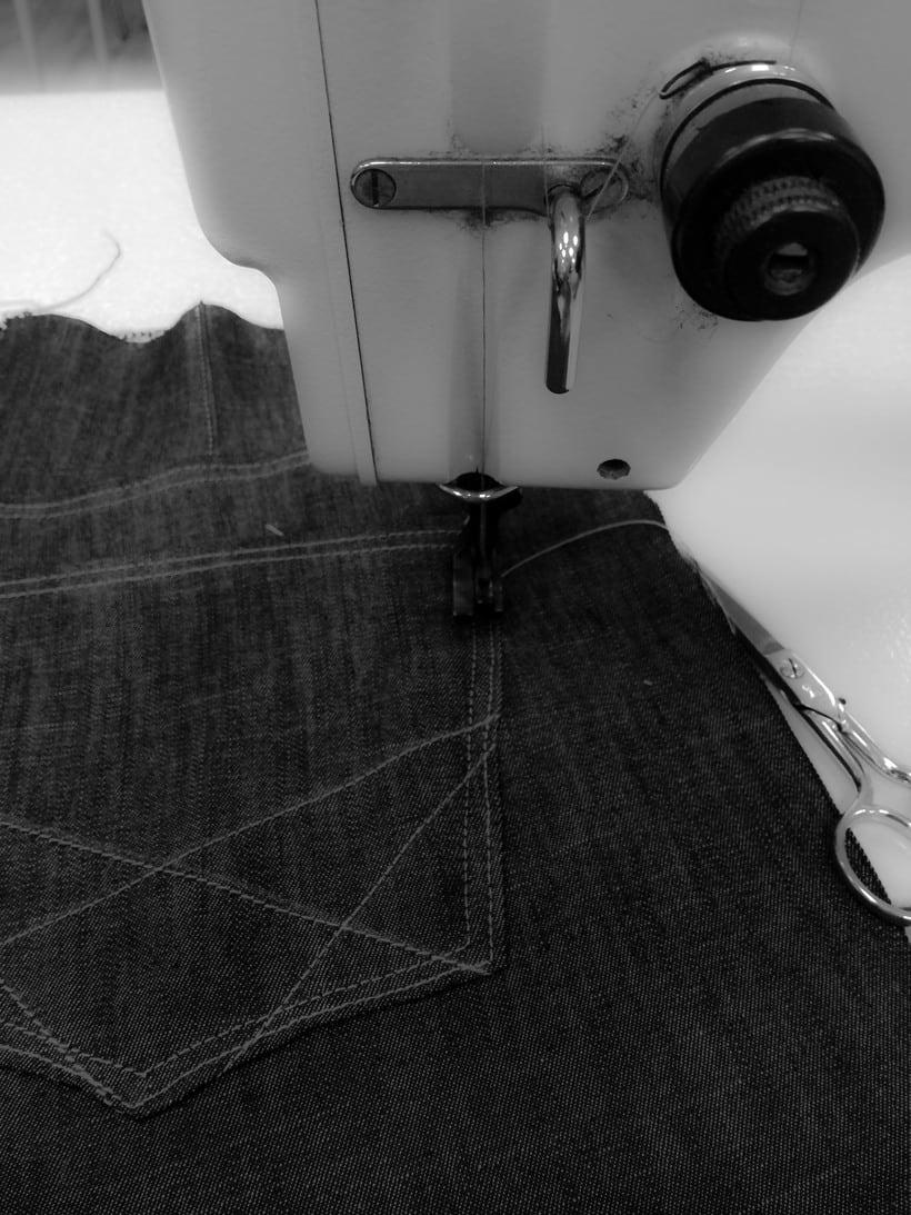 Diseño de vestuario a medida en textil y piel. 0