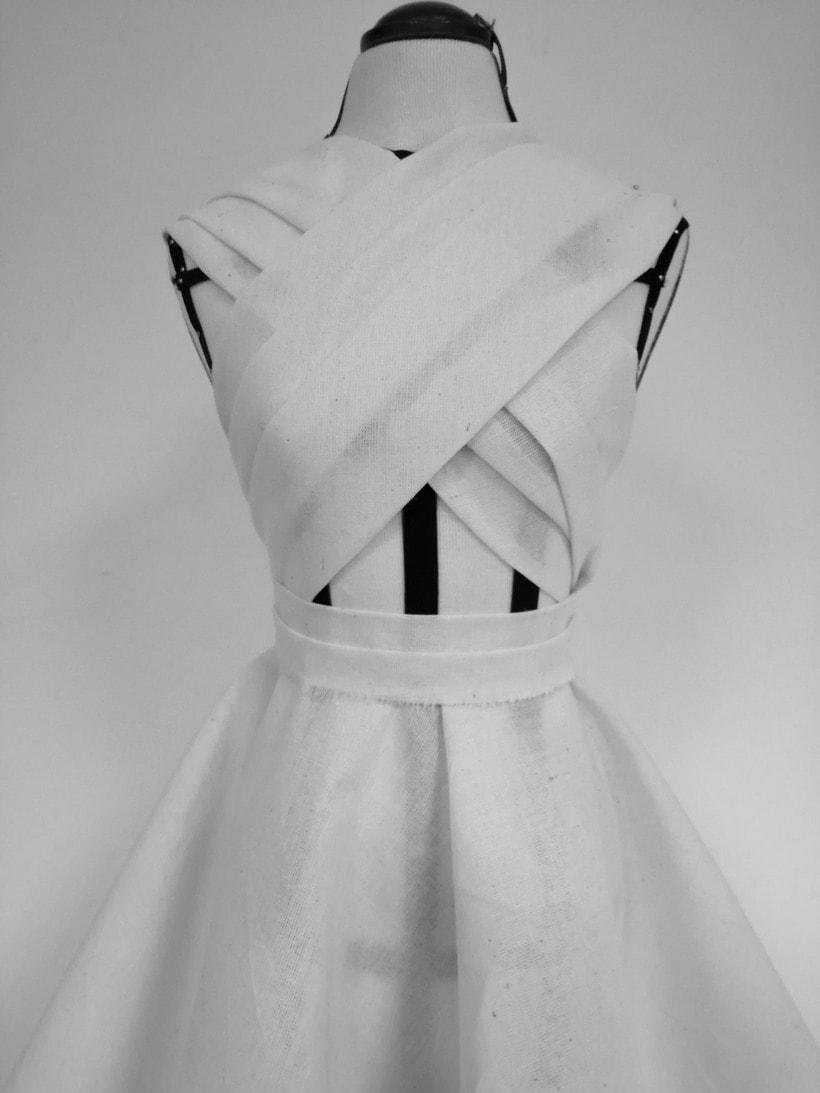 Diseño de vestuario a medida en textil y piel. 2
