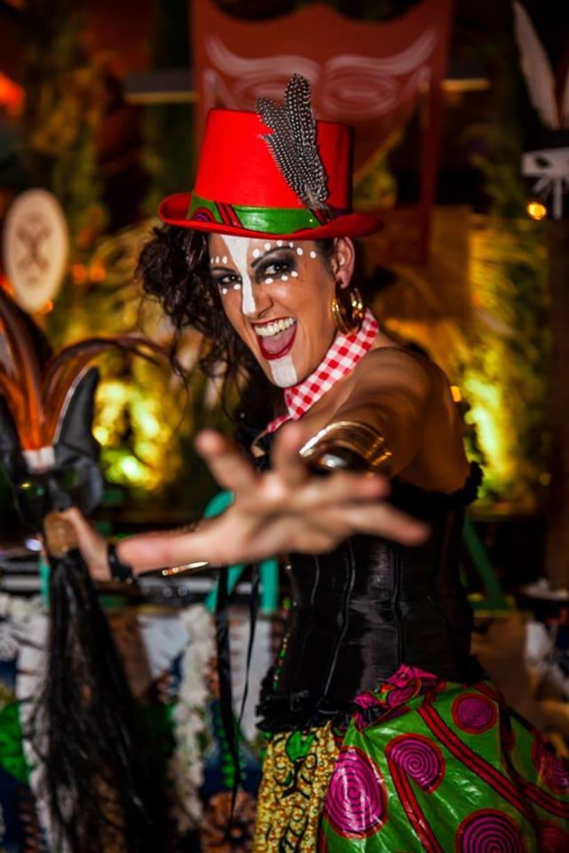 Decorado fiesta Tierra sala Black Haus 62