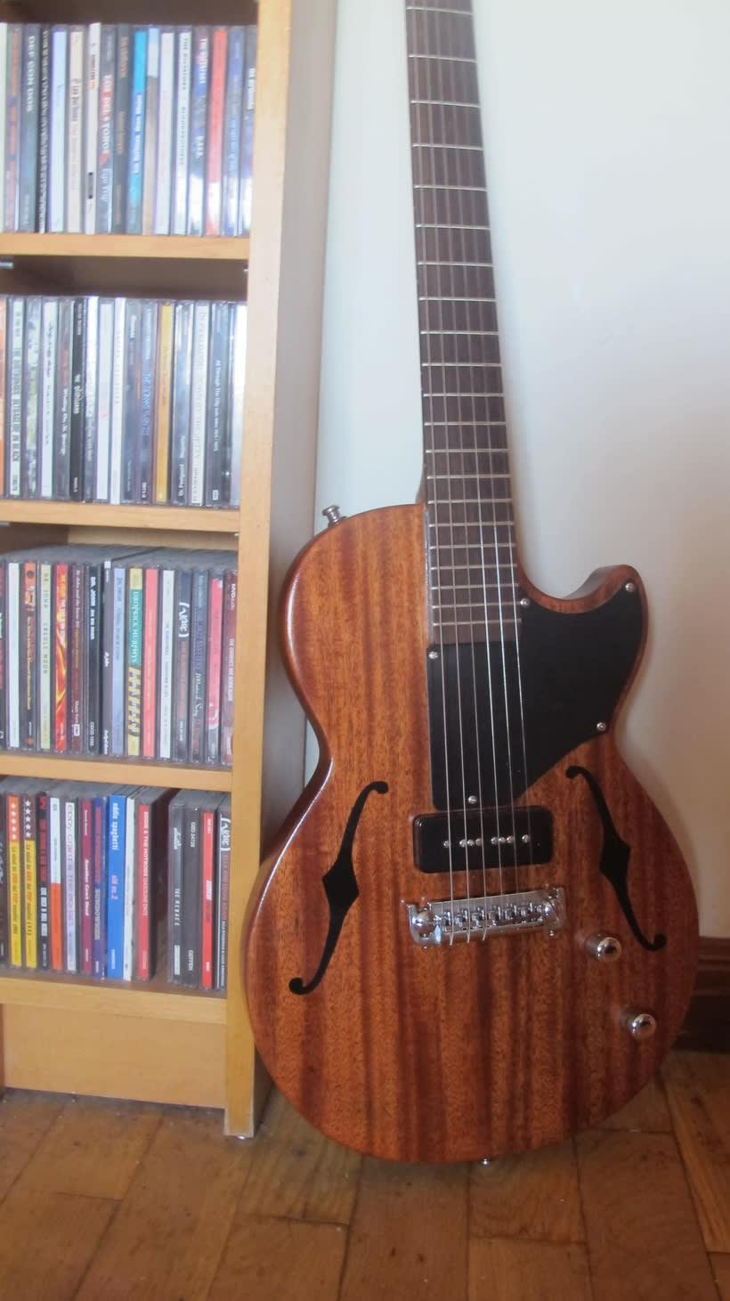 Berry; Guitarra eléctrica con estética vintage 0