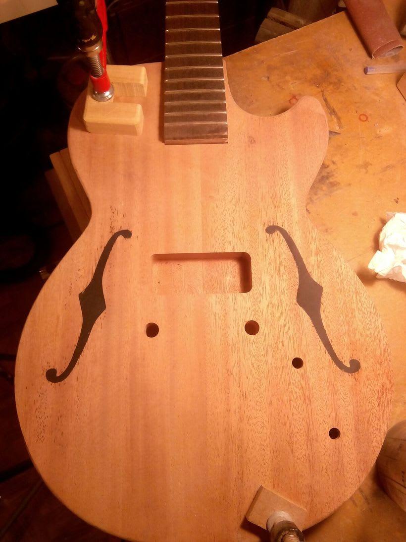 Berry; Guitarra eléctrica con estética vintage 1