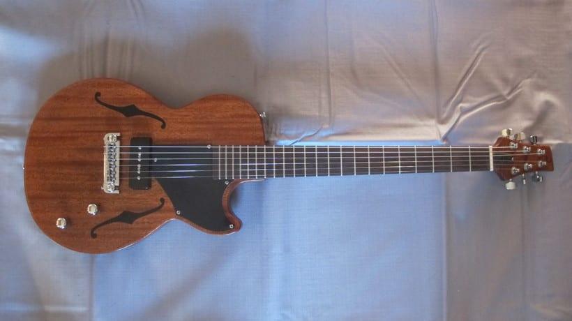 Berry; Guitarra eléctrica con estética vintage 3