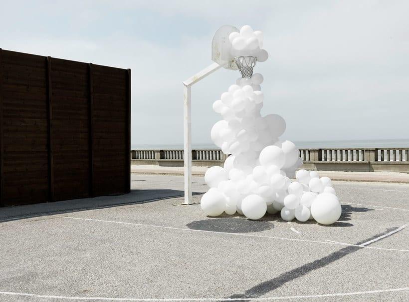 Charles Pétillon crea poesía fotográfica con globos 6