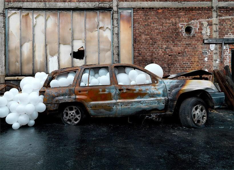 Charles Pétillon crea poesía fotográfica con globos 10