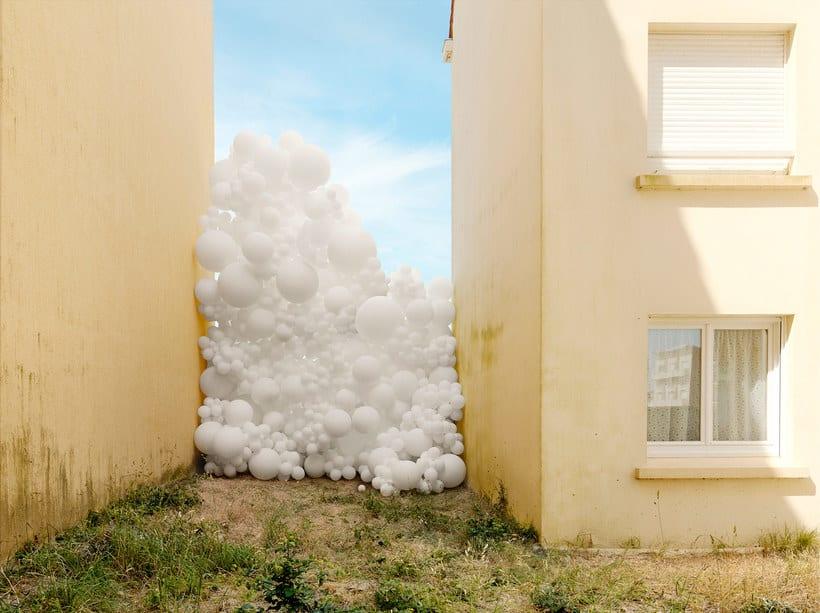 Charles Pétillon crea poesía fotográfica con globos 12