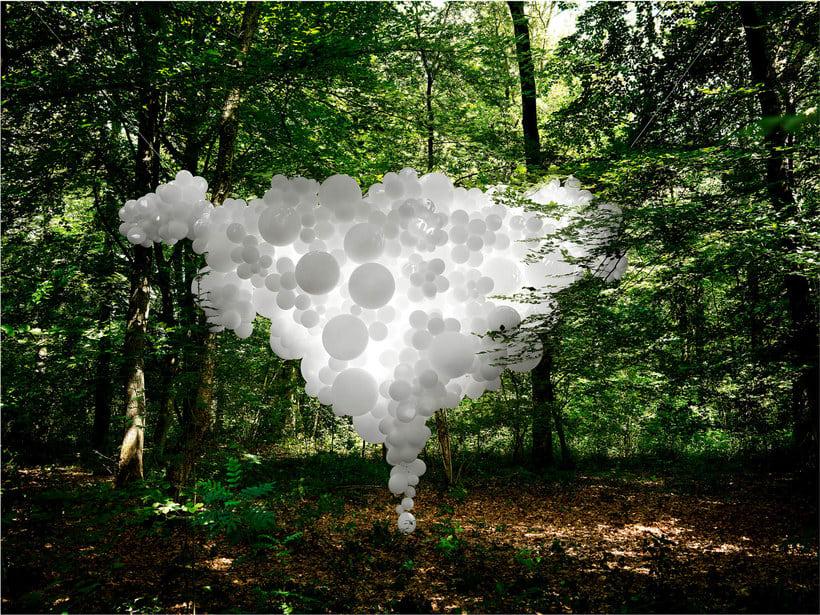 Charles Pétillon crea poesía fotográfica con globos 13
