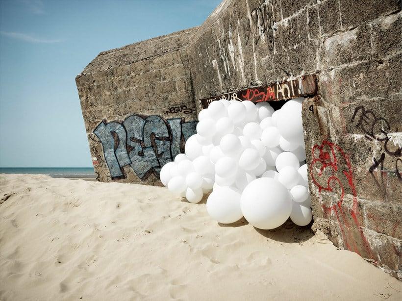 Charles Pétillon crea poesía fotográfica con globos 22