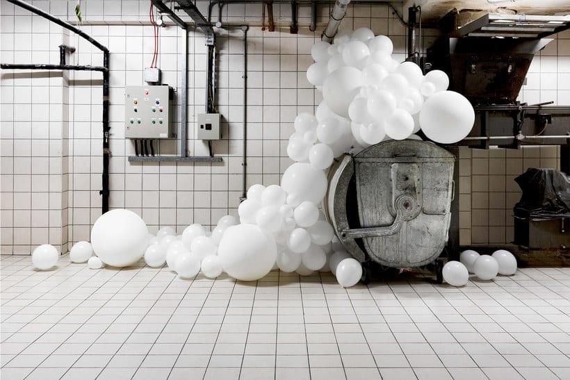 Charles Pétillon crea poesía fotográfica con globos 23