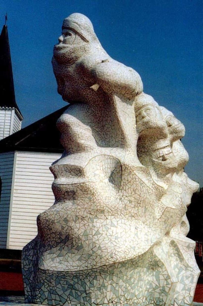 Monumento al Capitan Scott diseñado por Jonathan Williams. He tallado el  porex y revestido de mosaicos. Fue inaugurado por la Princesa Ana de Inglaterra en 2003 y lo podéis visitar en la bahía de Cardiff. 1
