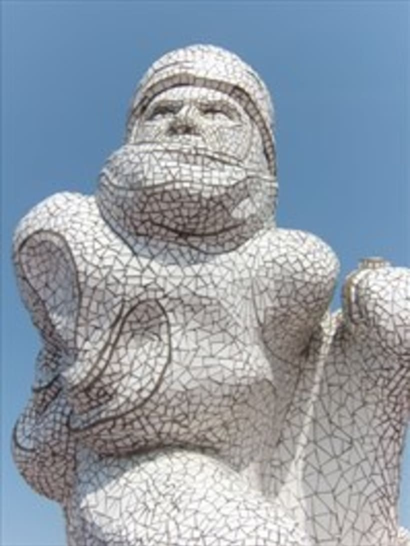 Monumento al Capitan Scott diseñado por Jonathan Williams. He tallado el  porex y revestido de mosaicos. Fue inaugurado por la Princesa Ana de Inglaterra en 2003 y lo podéis visitar en la bahía de Cardiff. 2