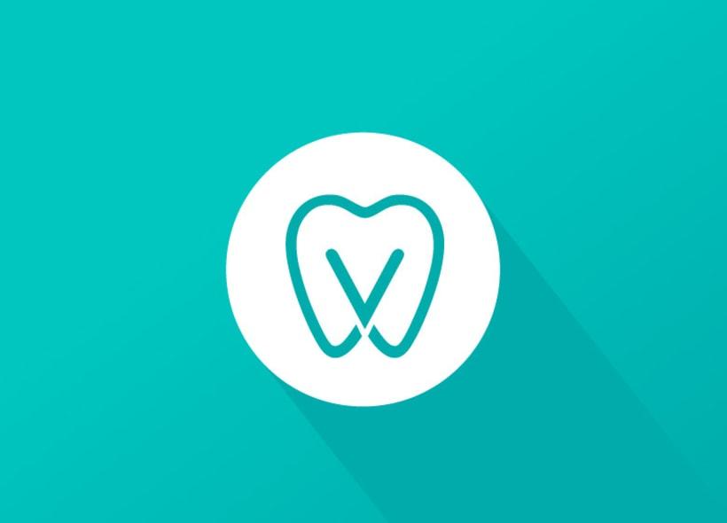 Diseño de logotipo para Dental Verdaguer, una clínica odontológica ubicada en Igualada (Barcelona). La propuesta que más gusto a nuestro cliente fue una V que continúa la silueta de una muela aprovechando la morfología de esta. 3