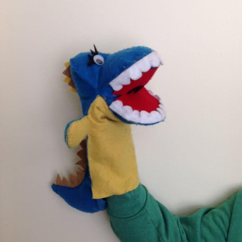 Títere dinosaurio  y Luna para estimulación temprana  -1