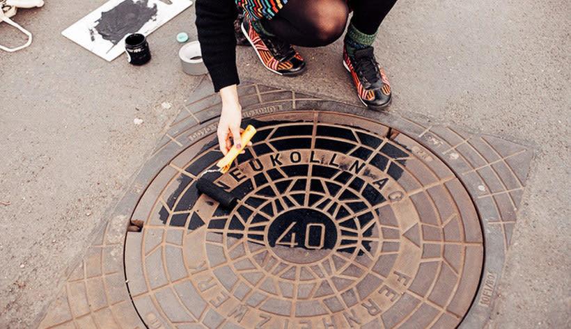 Raubdruckerin: la calle es su taller de grabado 12