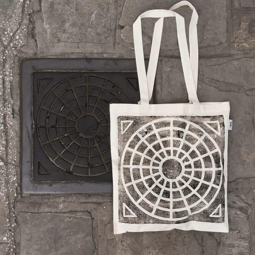 Raubdruckerin: la calle es su taller de grabado 17