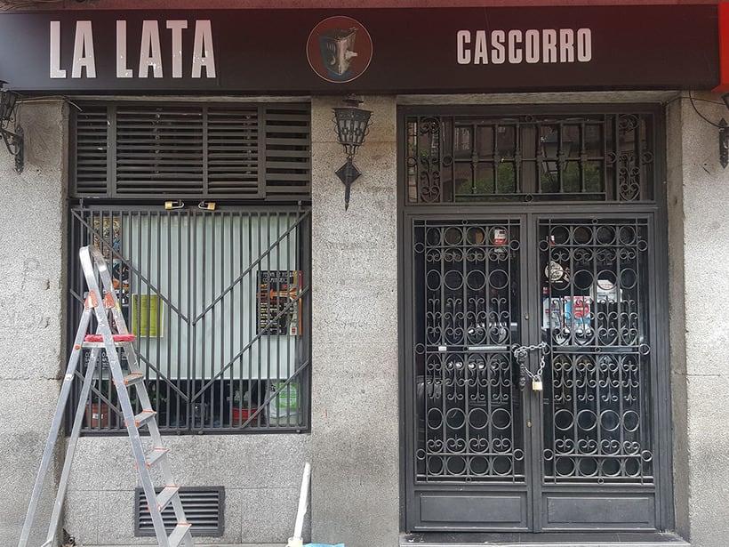 """""""Llamas (y te abren)"""", para festival C.A.L.L.E. Lavapiés y bar La Lata 0"""