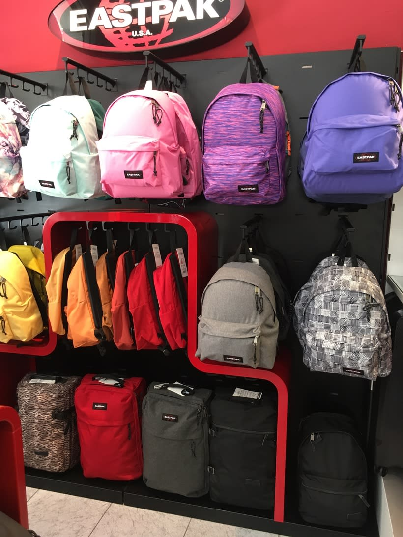 Visual Merchandising Eastpak 5