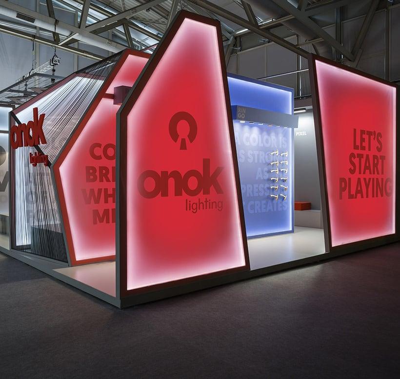 Onok Light & Building Stand  -1