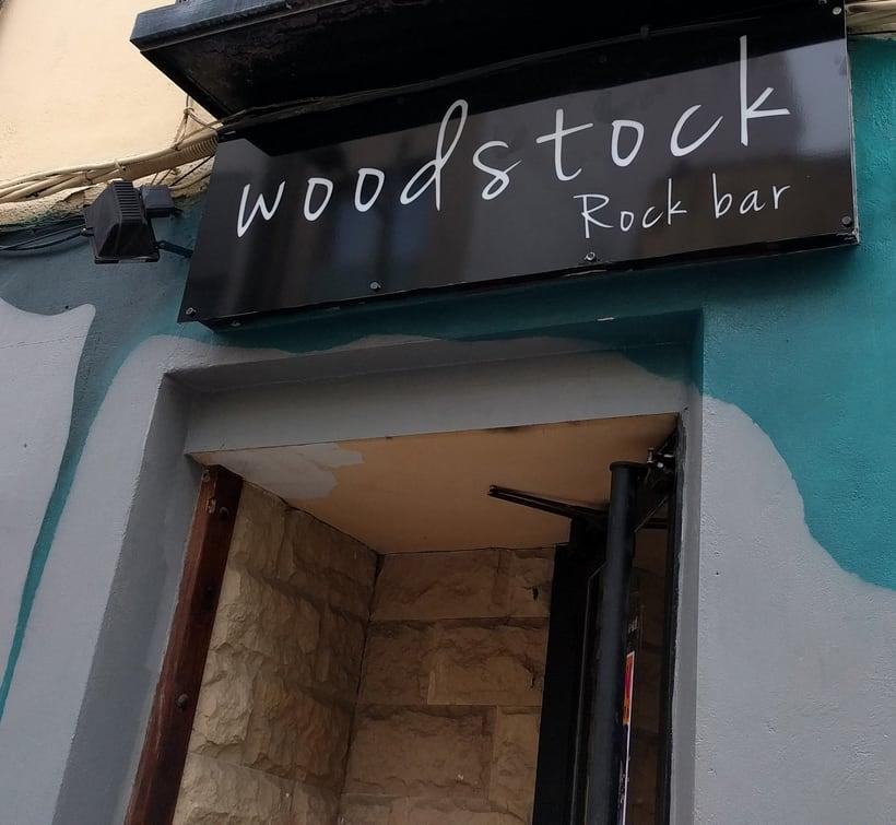 """Diseño vinilo Rock-bar """"Woodstock"""" en Huesca 1"""