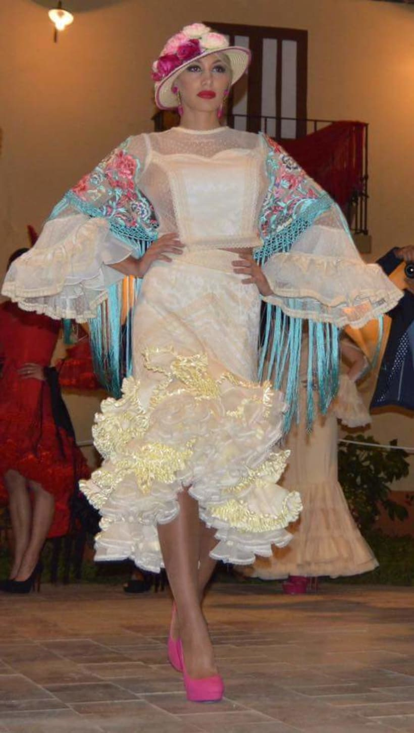 Colección SUEÑOS. Moda Flamenca para mujer. 7