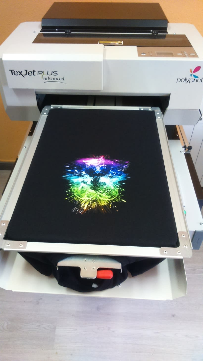 Impresora textil para diseño de camisetas 6