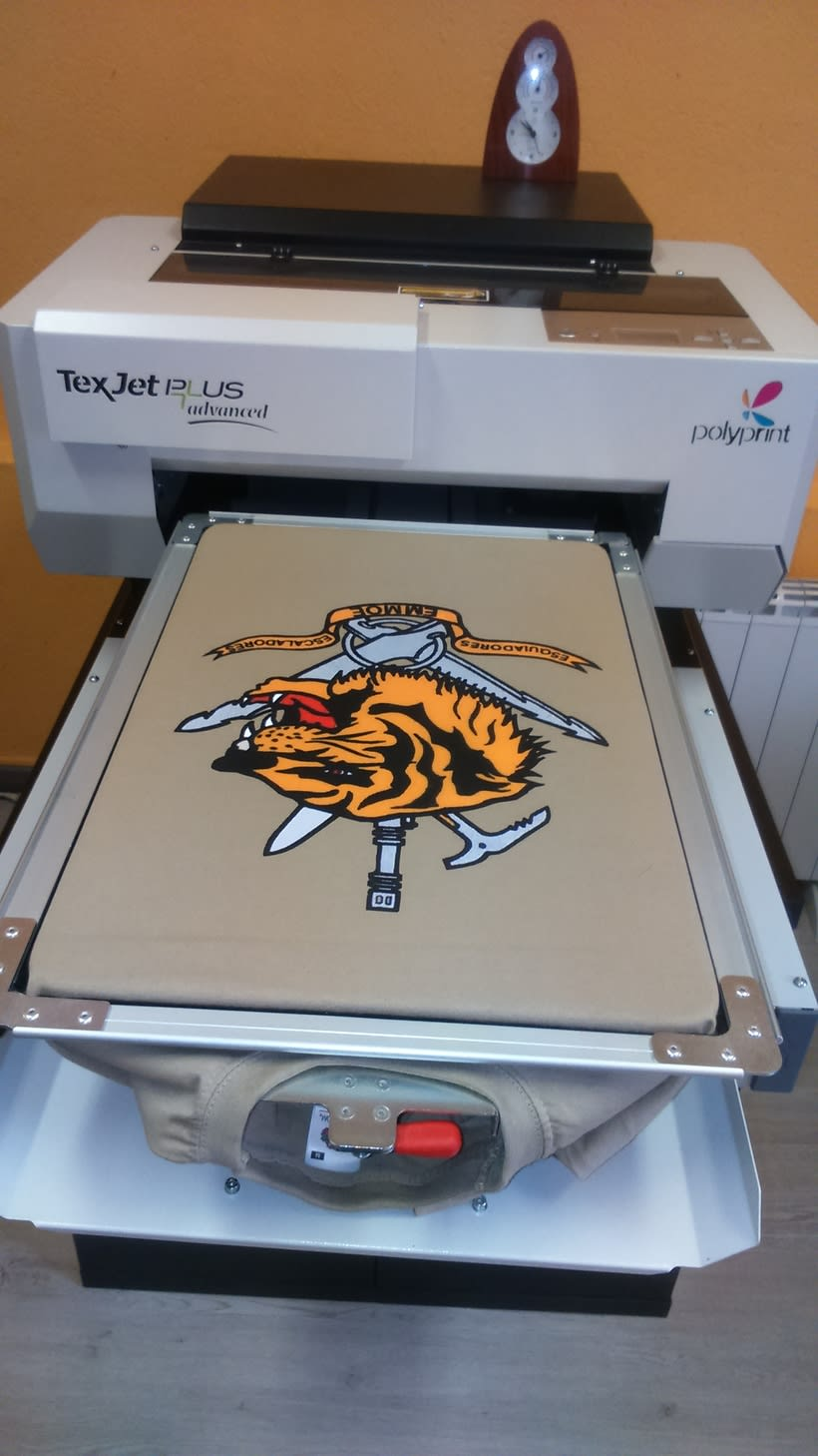 Impresora textil para diseño de camisetas 9